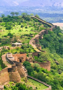Massive walls of Kumbhalgarh Fort, India - GlobePhotos