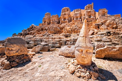 Antique statues on the top of Nemrut mountain at sunrise, Turkey Stock Photo