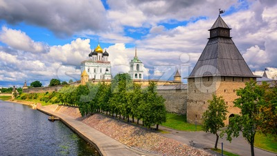 Pskov Kremlin on Velikaya River, Pskov, Russia Stock Photo