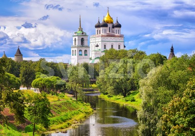 The Pskov Kremlin and Trinity Church, Pskov, Russia Stock Photo