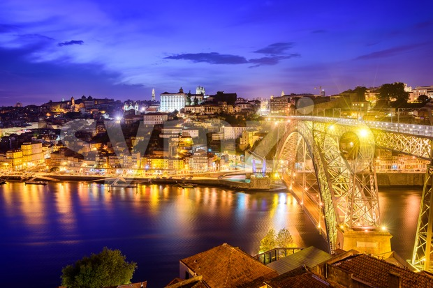 Ribeira and the Dom Luiz bridge at night, Porto, Portugal Stock Photo
