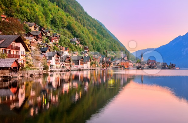 Hallstatt town reflecting in the lake on sunset, Salzkammergut, Austria Stock Photo