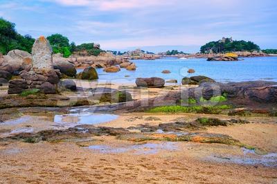 Atlantic Pink Granite Coast by Tregastes, Brittany, France Stock Photo