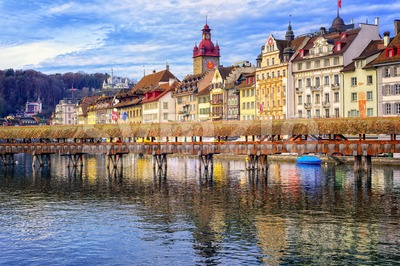 Lucerne, Switzerland, view over Reuss river to the old town and wooden Chapel bridge Stock Photo