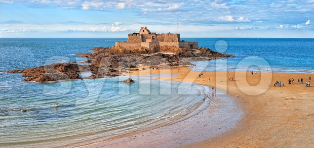 Atlantic beach beneath the medieval National Fort on Petite Be island on English Channel, Saint Malo, Brittany, France