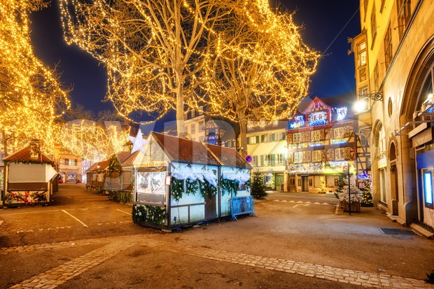 Colmar, France - November 23 2019: Streets of the Old town of Colmar, Alsace, illuminated for Christmas celebrations. Christmas market ...
