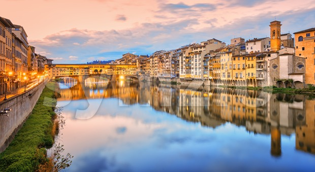 Arno river in Florence Old town, Italy Stock Photo