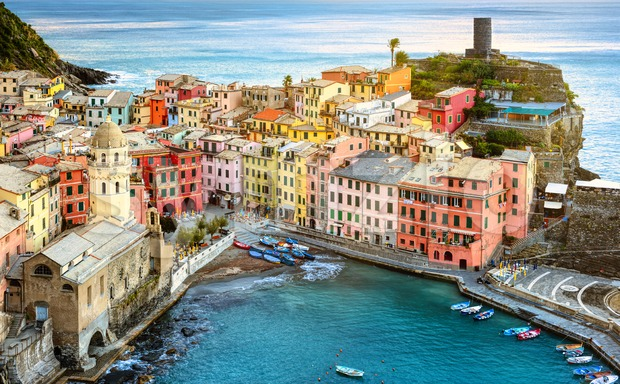Vernazza village, Cinque Terre, Liguria coast, Italy Stock Photo